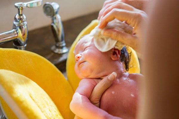 quando lavare il neonato