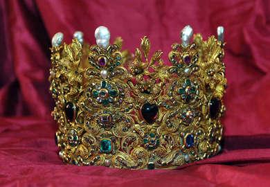 Arte ritrovata – La corona di Vittoria della Rovere 33cc5f61cb7