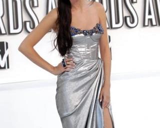 Selena Gomez trucco e capelli autunno inverno. Copia il suo look