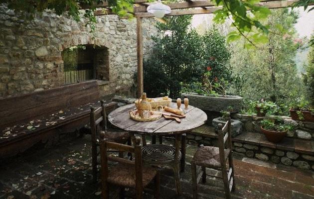 Pulire i mobili da giardino donne sul web - Pulire porte legno ...
