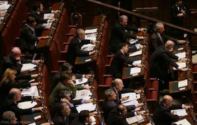Camera battuto il governo caos pdl donne sul web for Camera deputati web