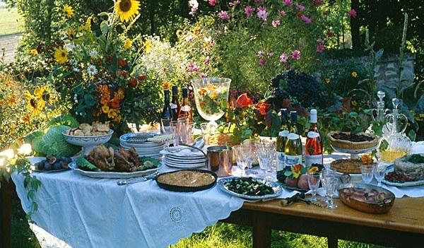 Tavola in terrazza e in giardino le regole per - Organizzare il giardino ...
