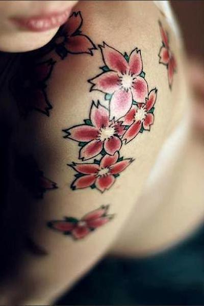 Tatuaggi idee per tattoo femminili con fiori giapponesi for Disegni fiori per tatuaggi