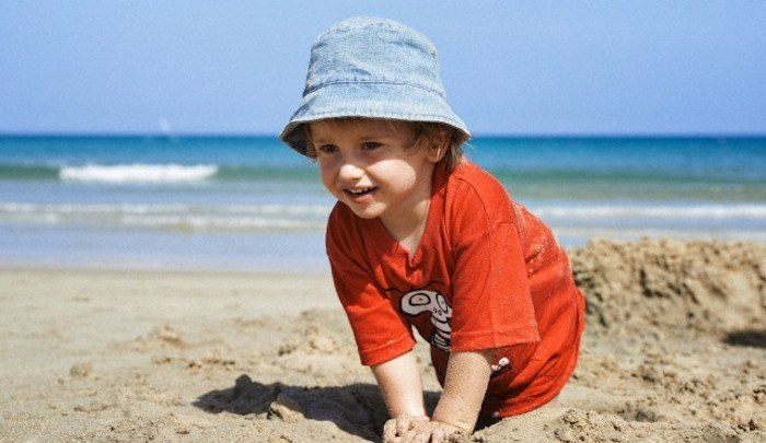 bambino spiaggia