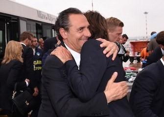 Prandelli Pirlo abbraccio a Malpensa