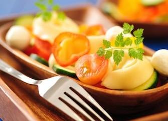 insalata di tortellini e pomodoro