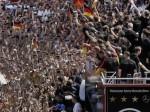 Berlino in festa accoglie gli eroi del calcio