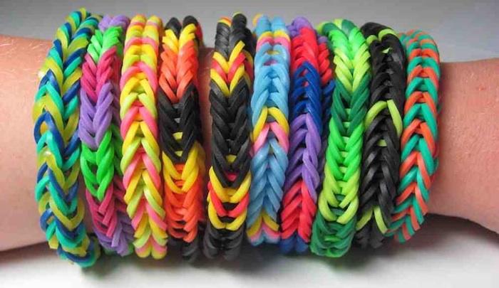 braccialetti con elastici colorati