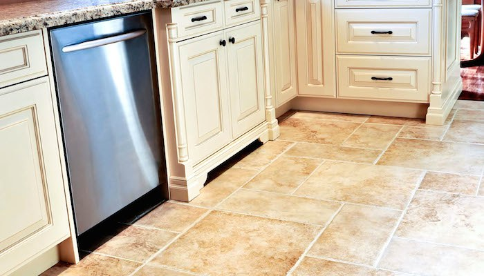 Come pulire i pavimenti stunning come pulire il gres dopo - Pulire fughe piastrelle aceto ...