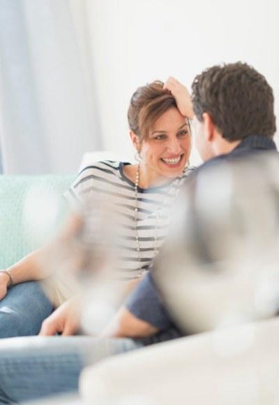 coppia che parla