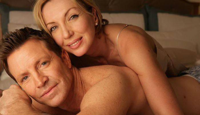coppia matura nel letto