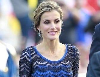 Occhi puntati sulla regina Letizia Ortiz splendida in abito di pizzo