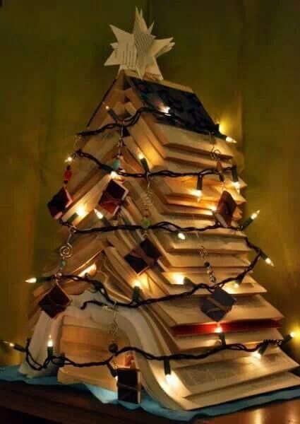 Natale Abero con libri
