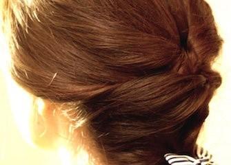 capelli lisci semi raccolti