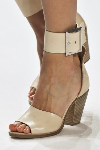 Le scarpe di maggio  sandali per l estate 2015. Quali scegliere ... 50de18bd942