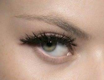 Mascara: 9 modi per avere ciglia lunghe e folte