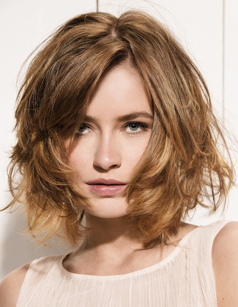 Taglio medio corto per capelli ricci