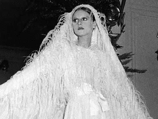 100% authentic 68af8 7ee25 Chanel, Dior e Balenciaga: i migliori abiti da sposa vintage ...