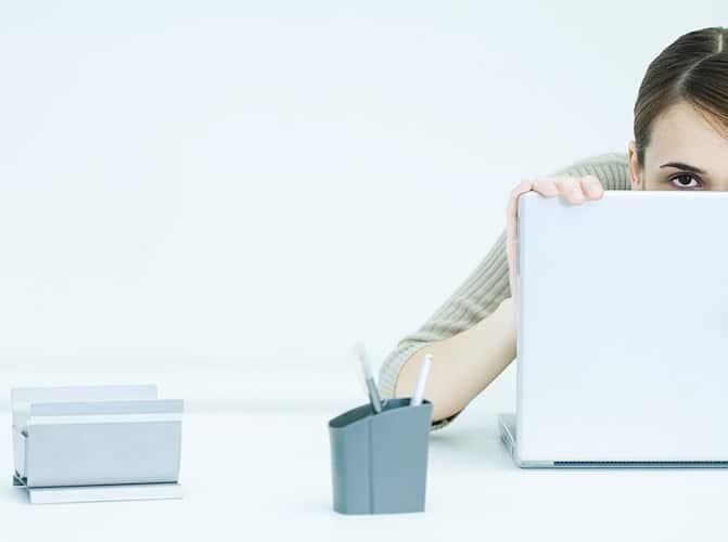 timidezza donna ufficio