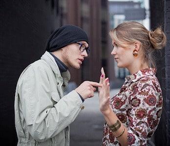 coppia giovane litigio
