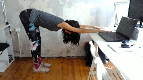 Yoga Alla Scrivania Come Evitare Stanchezza E Mal Di