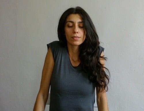 yoga esercizi scrivania spalle