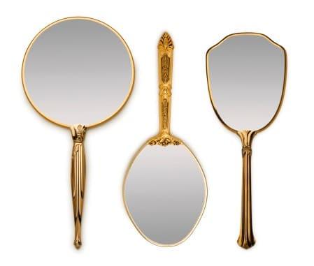 La lista dei regali che si dice portino male pagina 11 - E vero che se si rompe uno specchio porta sfortuna ...