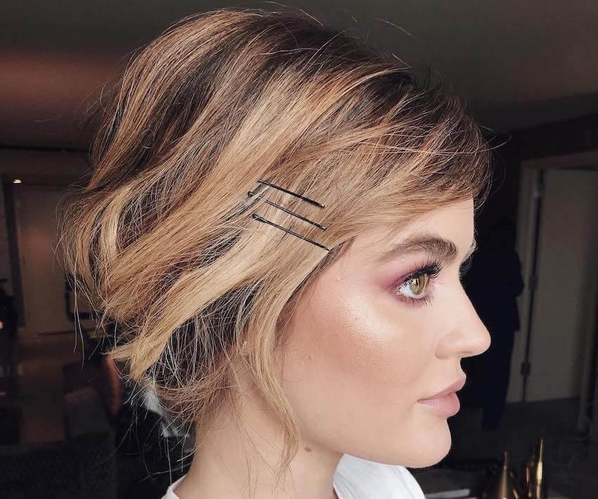 Acconciature capelli ricci con forcine