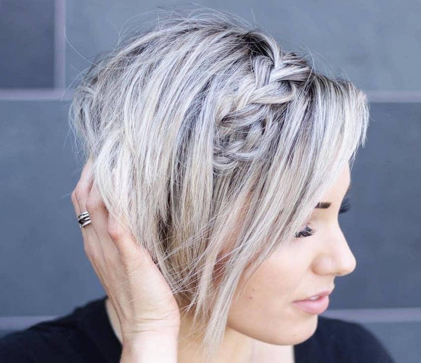 Acconciature con le trecce capelli corti