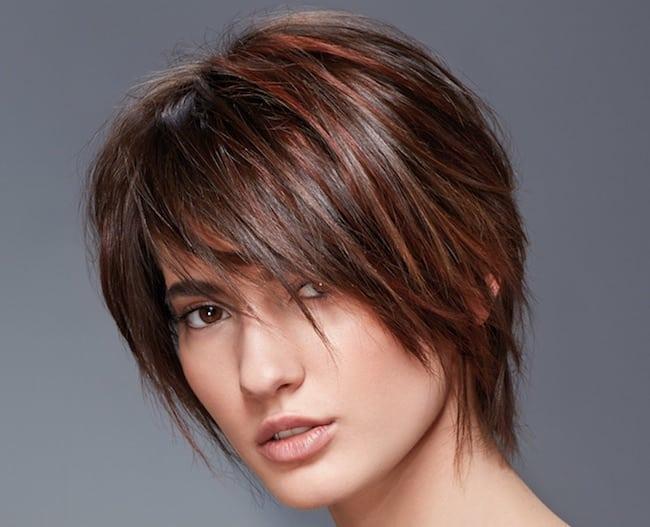 Taglio capelli scalato frangia