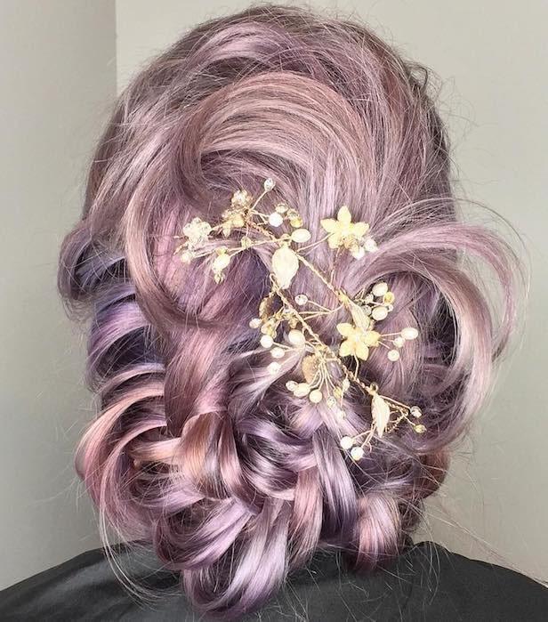 Acconciature con capelli colorati