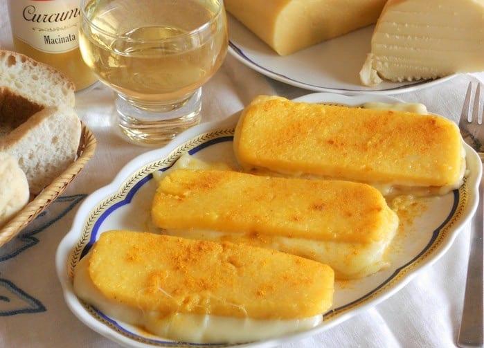 Sandwich di polenta filanti con scamorza