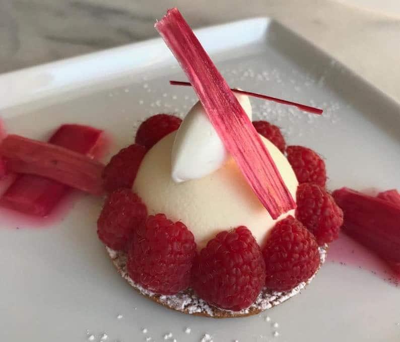 dolci freddi mousse vaniglia e rabarbaro