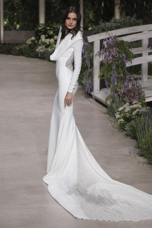 Pronovias abito ada sposa a sirena con strrascico