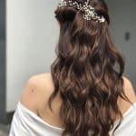 Semiraccolto capelli lunghi