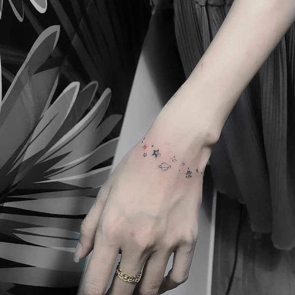 pianeti sul polso tatuaggi