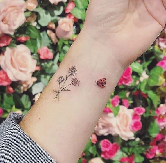 tatauggio fiore farfalla polso