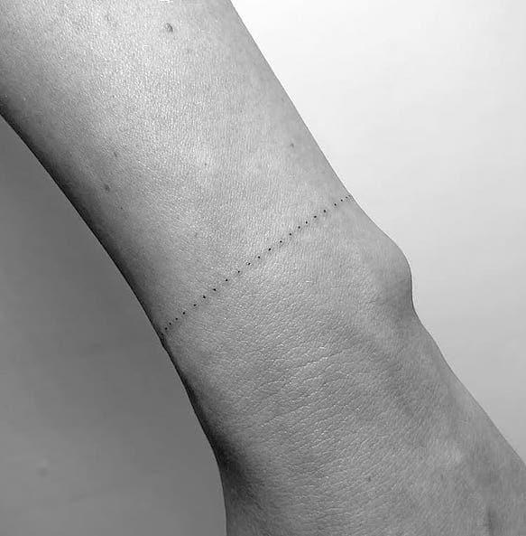 tatuaggi polso bracciale donna