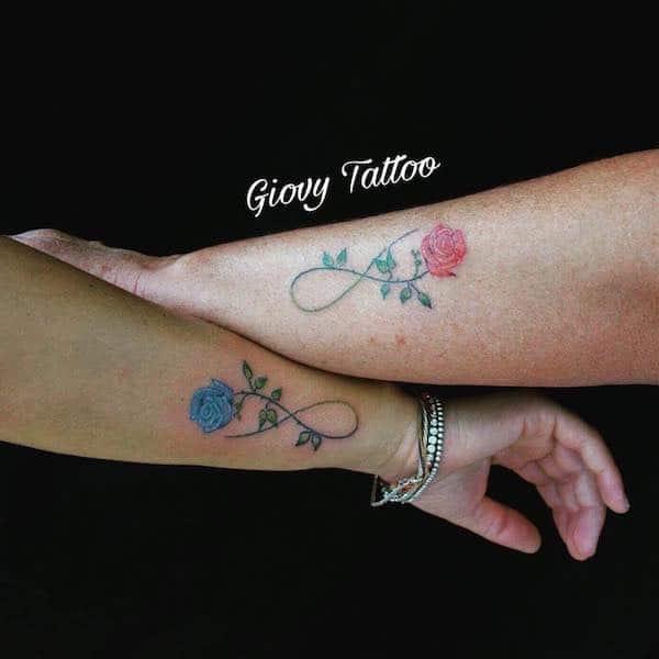 tatuaggi polso fiori