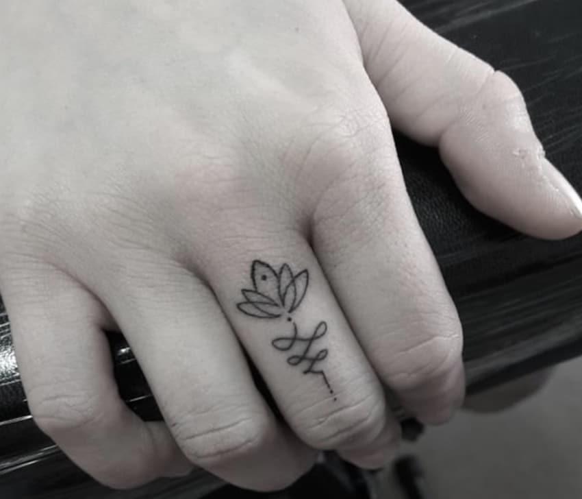 Tatuaggi Sulle Dita 15 Idee Per Tattoo Uomo E Donna Donne Sul Web