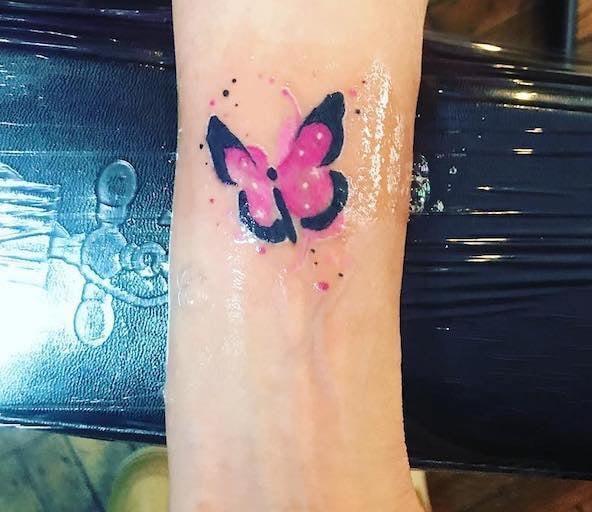 tatuaggio farfalla polso