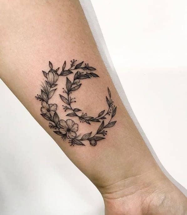 tatuaggio luna uomo polso