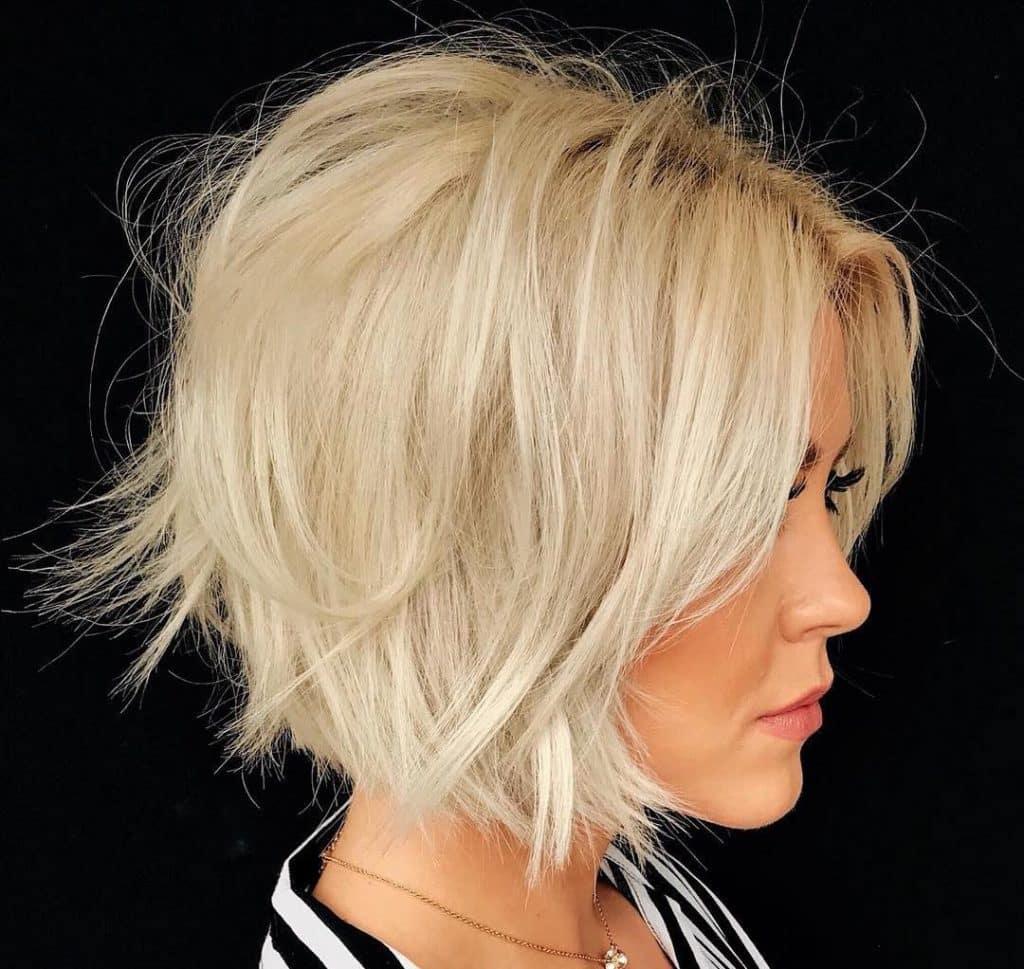 Taglio capelli medio corto donna