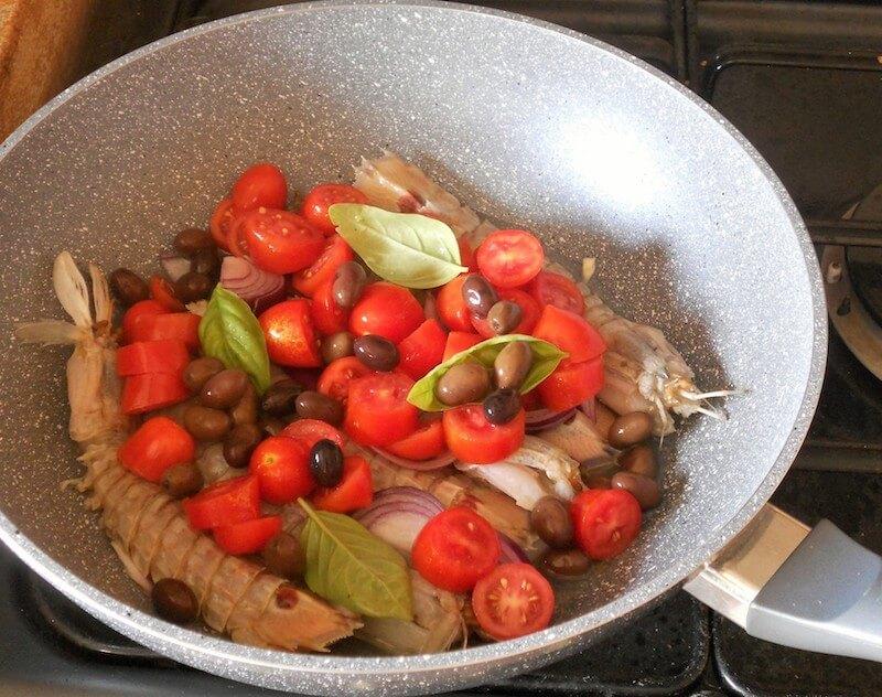 Vongole veraci e canocchie in padella ricetta