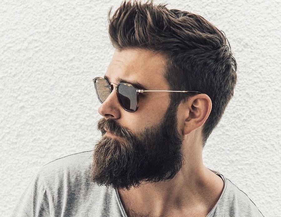 Taglio capelli corti con barba lunga