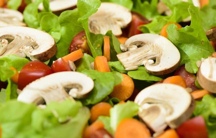 Champignon crudi in insalata