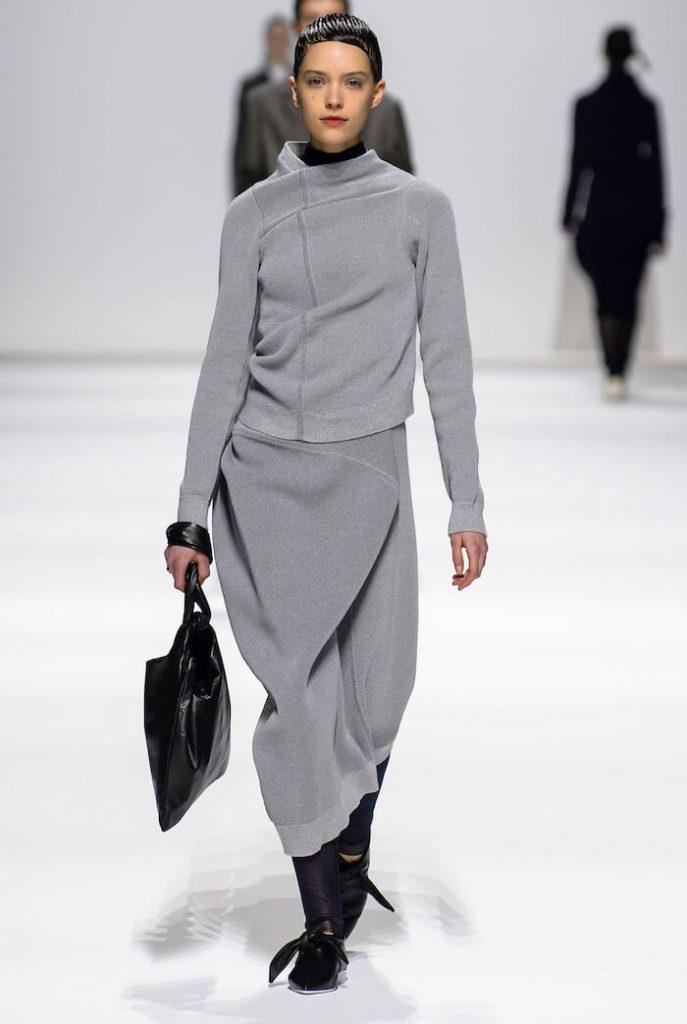 58a9afb50af1 Molto belli e singolarissimi i vestiti in maglia completo pantalone di  Lacoste