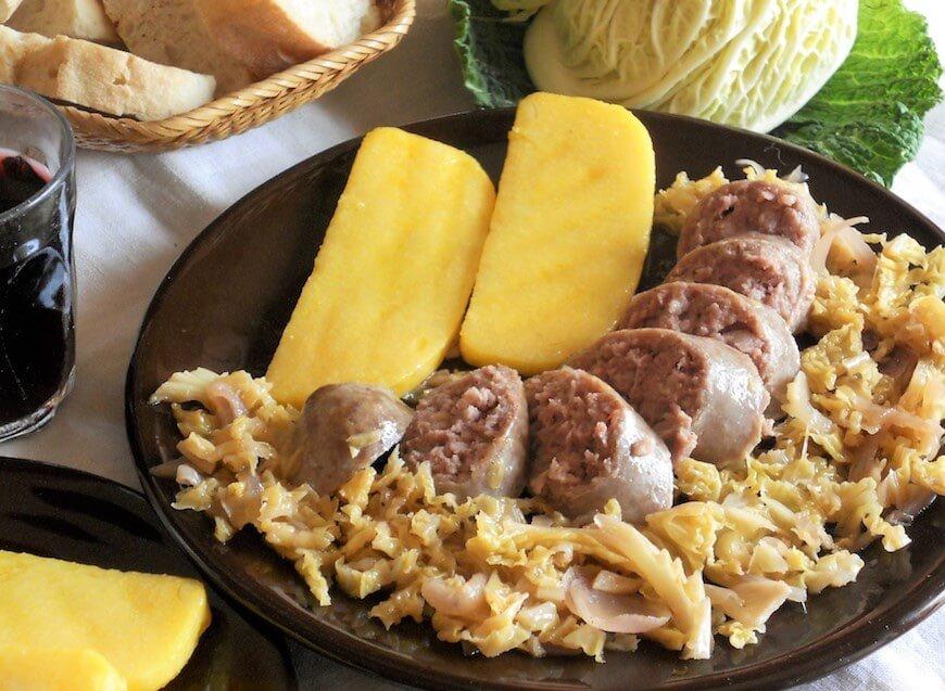 Polenta con salsiccia e verza ricetta