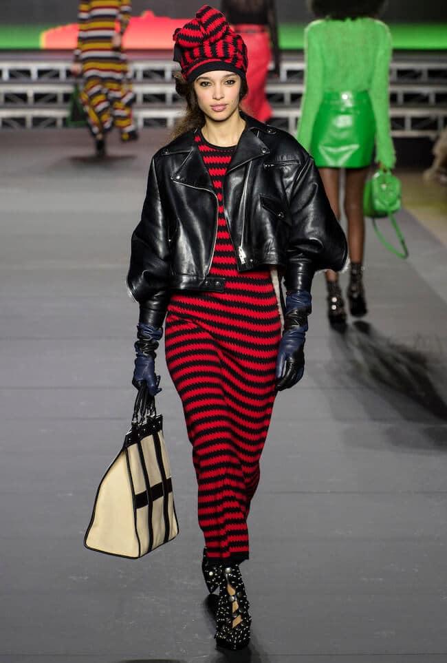 Un modello di abito a righe si può trovare anche nel nuovo catalogo Zara  2018 2019 173654d6785