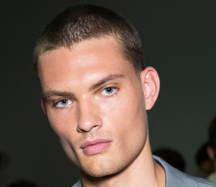 Consiglio taglio capelli uomo fronte alta